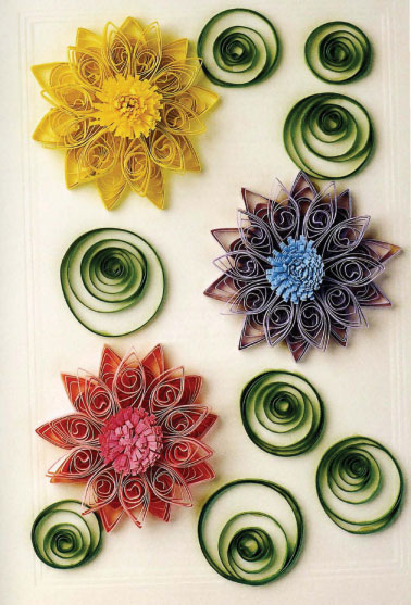 Цветы из бумаги и лент